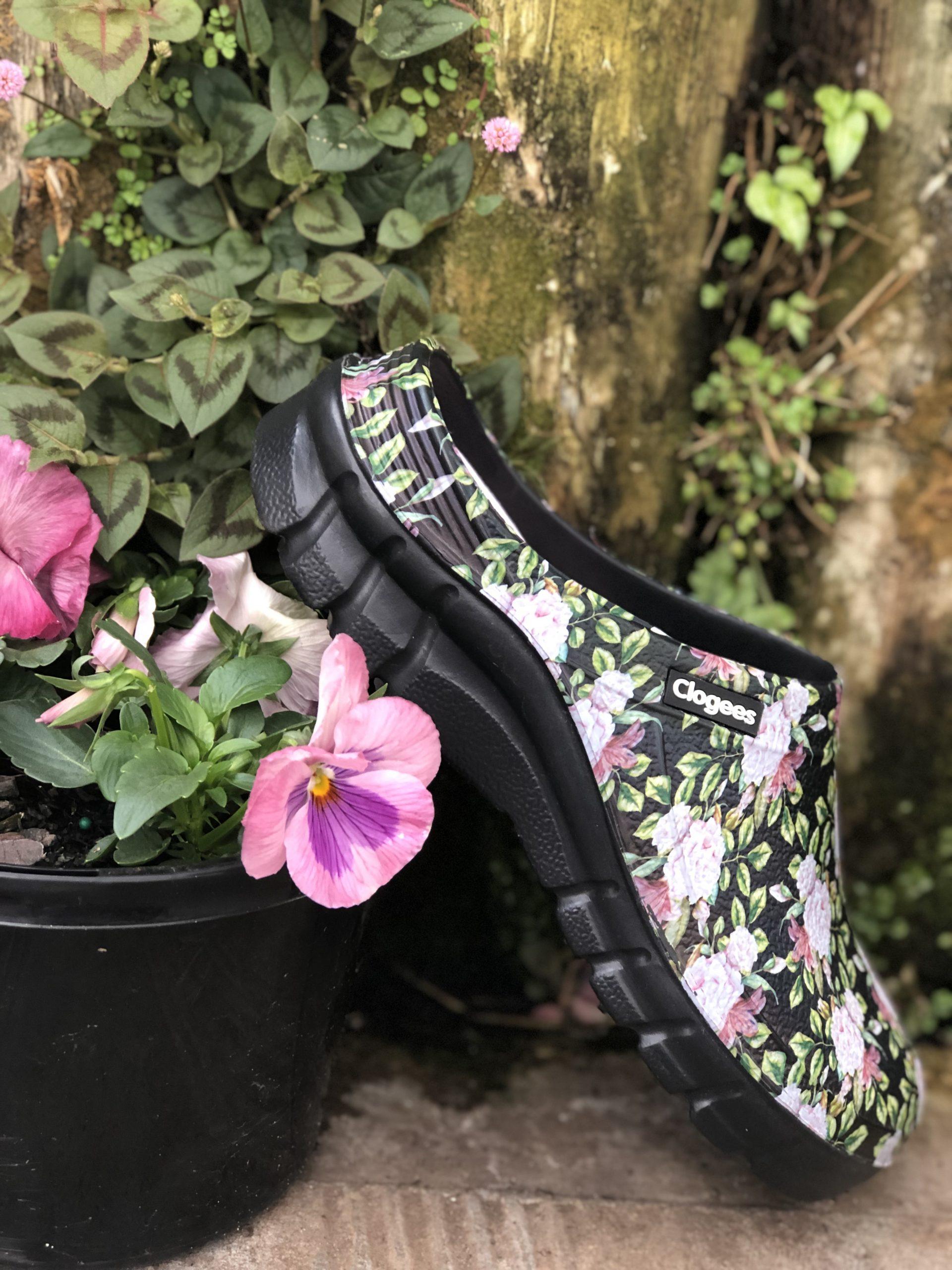 Clogees Womens Garden Clog Black Roses